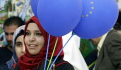 Muslim women with european balloons